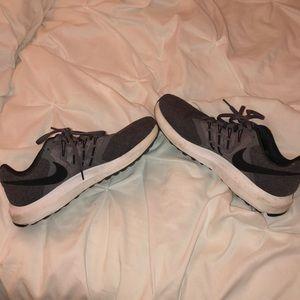 Nike tennis shoes. Excellent condition.